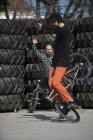 Homme monté Bmx — Photo de stock