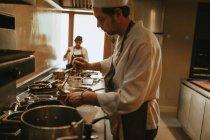 Cocinar sopa colada - foto de stock