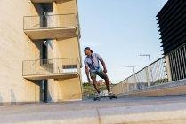Man riding skateboards at street — Stock Photo