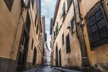 Narrow street in Florence — Stock Photo