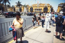 LIMA, PERU - DECEMBER 26, 2016: Native woman walking on square at Town Hall — Stock Photo