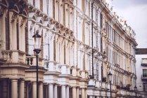 Старі будівлі на вулиці Лондона — стокове фото
