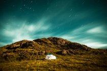 Tenda sotto il cielo stellato — Foto stock