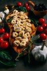 Ручної роботи тортелліні з свіжих овочів — стокове фото