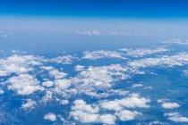 Cresta di montagne in nuvole — Foto stock