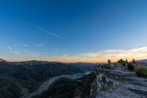 Панорамний вид з села нагір'я будинків на скелі — стокове фото