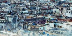 Paesaggio urbano panoramico di squallida baraccopoli — Foto stock