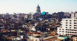 Paesaggio urbano panoramico di alta densità di edifici — Foto stock