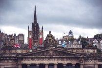 Architettura pittoresca e facciate di Edimburgo, Scozia — Foto stock