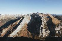 Vue aérienne des montagnes en plein soleil — Photo de stock