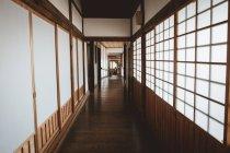 Blick zum Flur Interieur in traditionellen asiatischen Haus. — Stockfoto