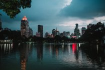 Vista panoramica sul canale della città con ed edifici della città — Foto stock