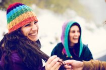 Crop male hand holding woman's hair locks at nature — Stock Photo