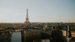Ейфелева вежа та міський пейзаж в сонячний день, Париж, Франція — стокове фото