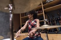 Woman playing drums — Stock Photo