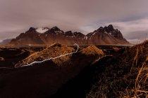 Entfernten schneebedeckten Bergen — Stockfoto