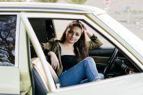 Woman sitting in vintage car — Stock Photo