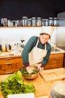 Chef-Salat machen — Stockfoto