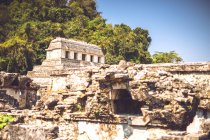 Pyramide Maya située dans la ville de Palenque au Chiapas, Mexique — Photo de stock