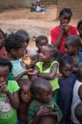 Angola - África - 5 de abril de 2018 - grupo de crianças africanas pobres na aldeia — Fotografia de Stock