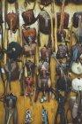 Chapéus protetores de couro para pássaros pendurados na parede — Fotografia de Stock