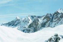 Montagne innevate bianche remote, Valle De Tena, Spagna — Foto stock