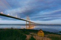 Ponte Vasco da Gama illuminato — Foto stock