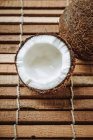 Cracked and whole coconut — Stock Photo