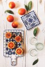 Fresh blood oranges and drinking glasses — Stock Photo