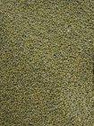 Haufen grüner getrockneter, ungekochter Erbsen — Stockfoto