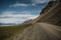 Picturesque view of route passing between ridge and lake in Iceland — Stock Photo
