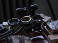 Закри різні чаші в ювелірний магазин — стокове фото