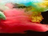 Fondo de nubes de humo de colores vivos - foto de stock
