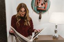 Stylish woman reading magazine — Stock Photo