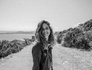 Smiling woman on seashore — Stock Photo