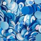 Fondo de lentejuelas de brillo de uñas azules y blancas - foto de stock