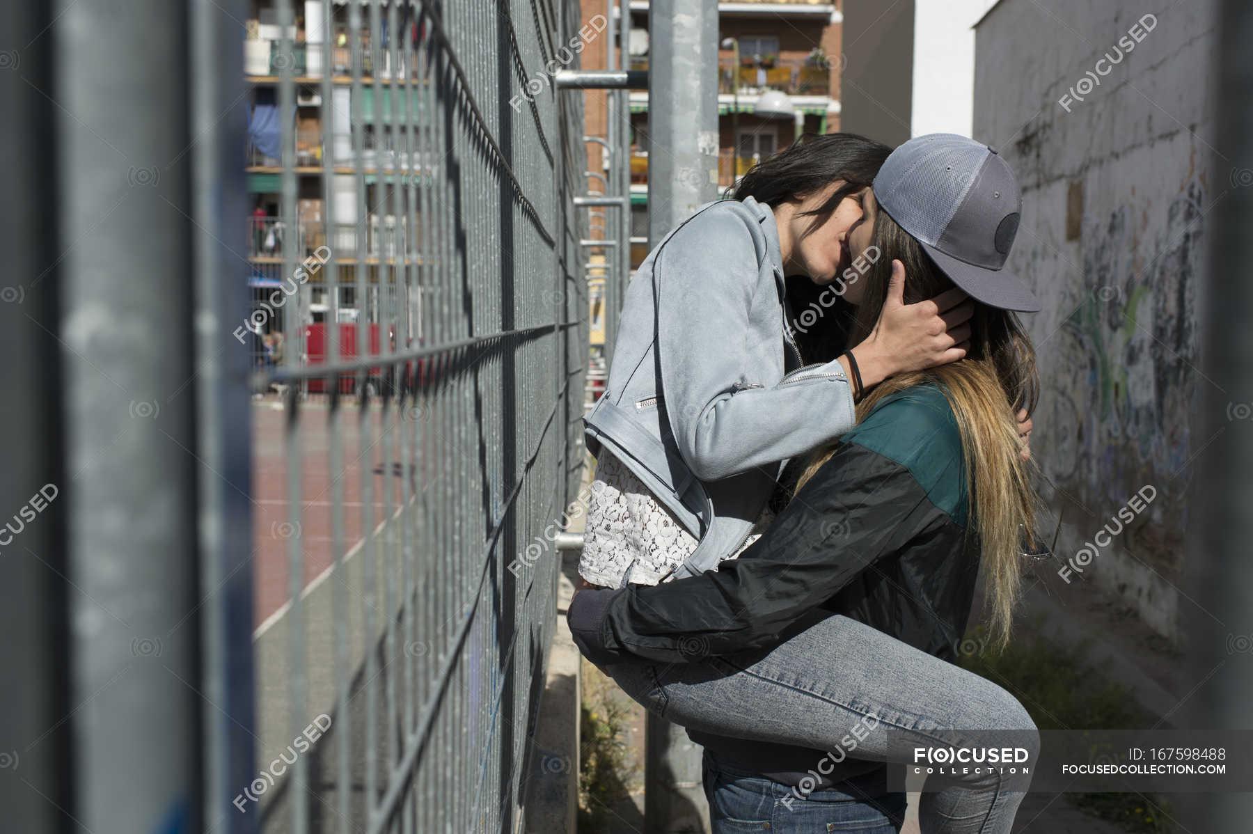 Lesbans baci