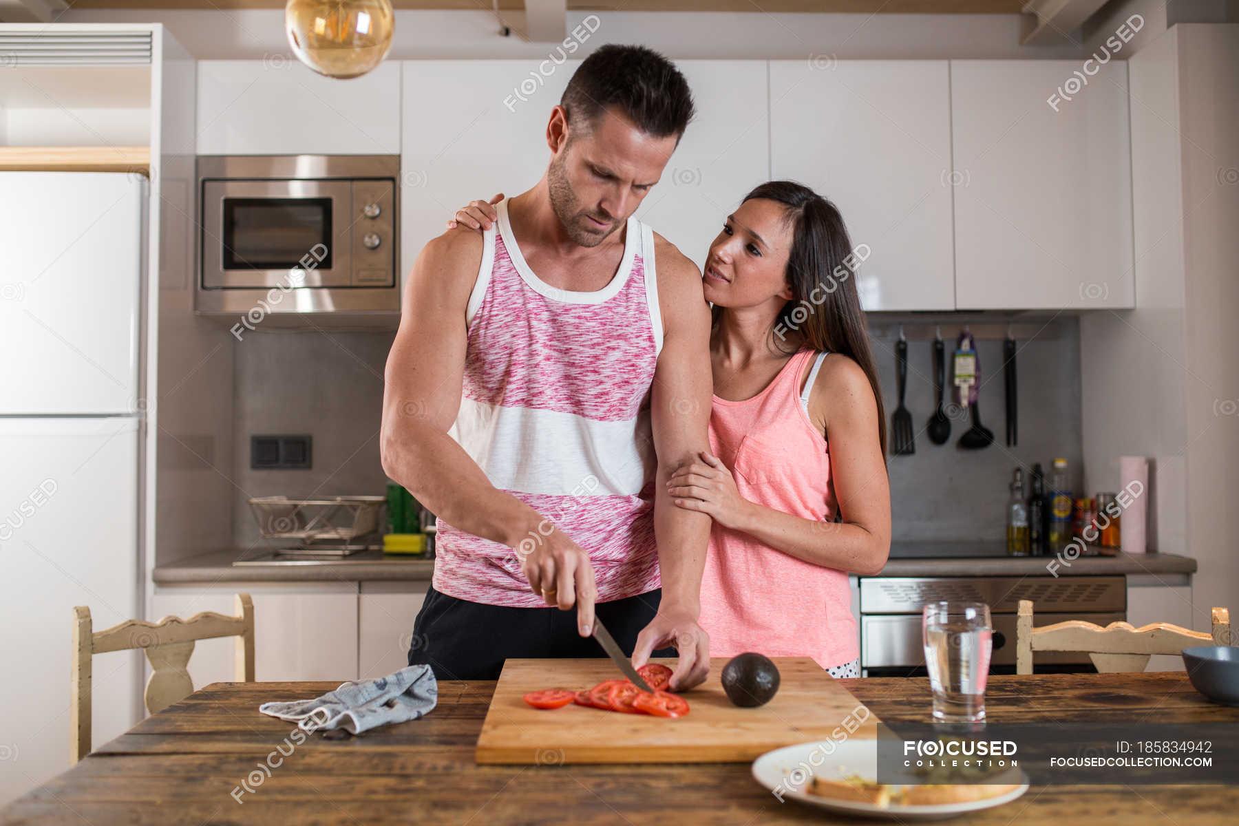 Секс на кухне в гостях, Порно на Кухне, смотреть видео Секс на Кухне 15 фотография