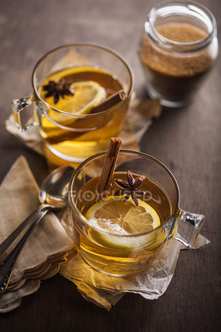 Two glasses of tea with lemon slices — Stock Photo