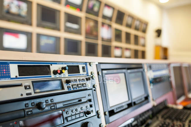 Профессиональное оборудование студии ТВ — стоковое фото