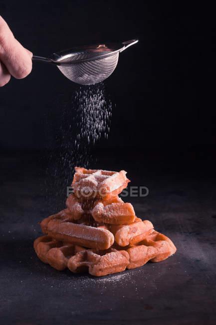 Бельгійські вафлі з цукрової пудри — стокове фото