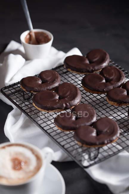 Deliziosa colazione con biscotti e caffè — Foto stock