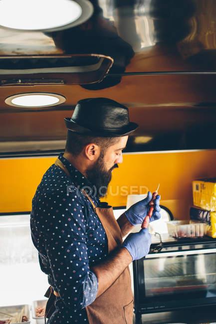 Man cook preparing food in food truck — Stock Photo