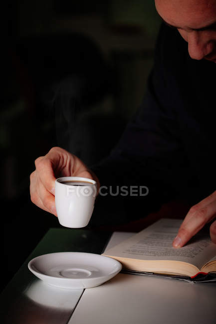 Man reading and enjoying aromatic coffee — Stock Photo