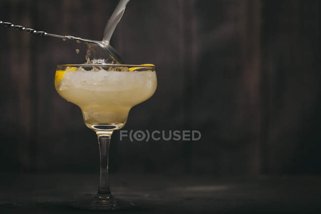 Cocktail with lemon slices — Stock Photo