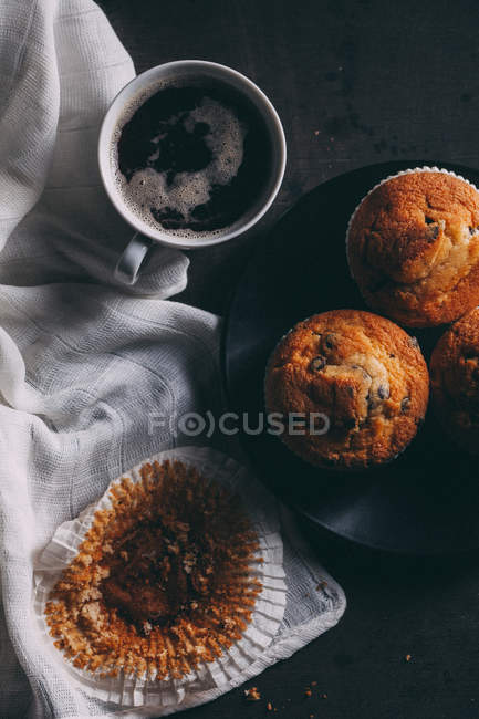 Delicious cupcaces with cup of coffee — Stock Photo