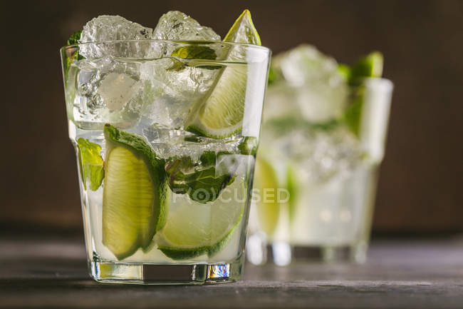 Two glasses with mojito — Stock Photo