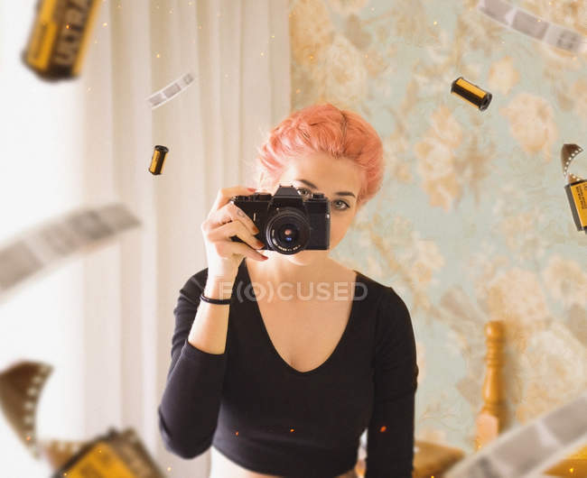 Young girl taking photo — Stock Photo