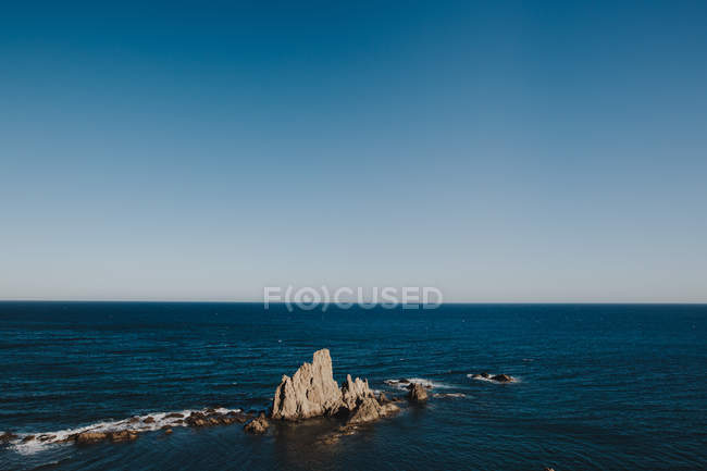 Beautiful idyllic seascape with rocks — Stock Photo