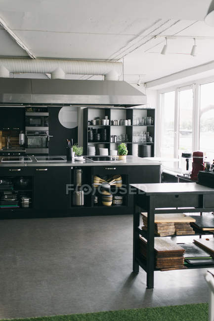 Профессиональные инструменты кухни — стоковое фото